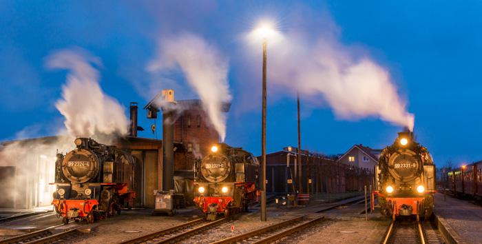 drei Loks zur blauen Stunde zwei mit Licht