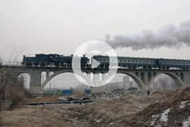 Link zum Video »China Steam 2013 - Part 4 - Passenger train Diaobingshan to Faku« auf YouTube